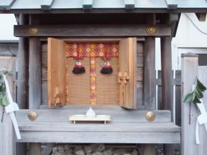八幡神(神社公民館付近)