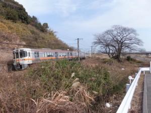 高岡橋(鈴鹿川)(8620)付近から望むJR関西本線