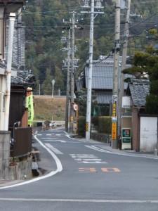 伊勢街道(9180)〜(9634)の途中で振り返って常夜燈方向を望む