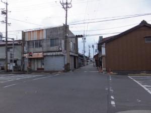 近鉄鈴鹿線 踏切道 鈴鹿市 第2号、伊勢-1(11145)の先の交差点
