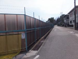 三重県立神戸高等学校に沿って神戸城阯へ