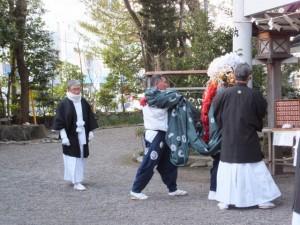 御頭神事、舞い納め・剣の舞(世木神社)