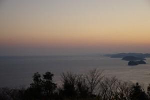 早朝、音無山(伊勢市二見町)からの眺め