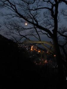 早朝、音無山への途中からの二見浦の眺望(伊勢市二見町)