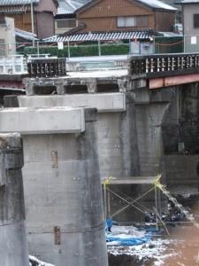 撤去される旧五十鈴橋(五十鈴川)