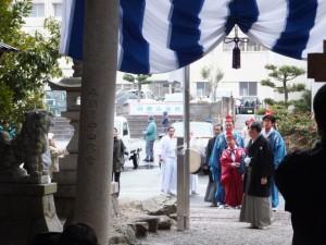 楠部町萬歳楽 代表、舞方、長老の登場(櫲樟尾神社)