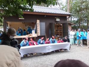 楠部町萬歳楽 鬼打ち儀式の準備(櫲樟尾神社)