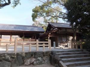 (01)本宮拝殿東側の宿衛舎(熱田神宮)