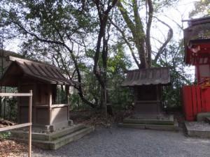 (36)南新宮社の左側にある曽志茂利社と八子社(熱田神宮)