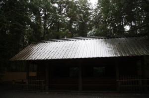 御厩(昨夜の雪が残る外宮)