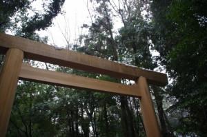 北御門参道 鳥居(昨夜の雪が残る外宮)