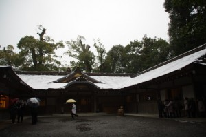 神楽殿(昨夜の雪が残る外宮)