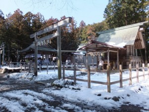 大雪の後の川添神社、五身懸祭の前に