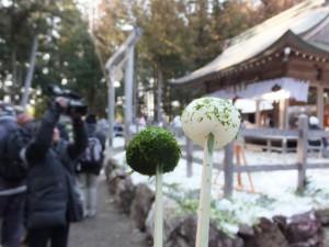 五身懸祭 – 万歳楽神事で授与された団子(川添神社)