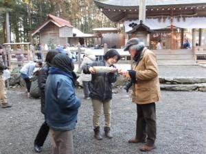 五身懸祭 – 神酒の振る舞い(川添神社)