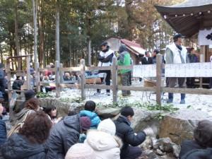 五身懸祭 – 餅投げ行事(川添神社)