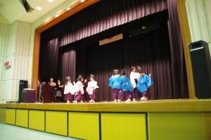 再興された鳥名子舞の初披露(玉城フェアにて)
