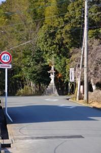 坂手国生神社付近の常夜燈の遠望