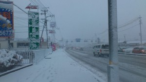 伊勢での大雪、国道23号新開北交差点付近(徒歩での出勤時)