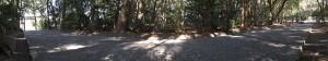 御塩殿神社の参道(左側は車道、右側に御塩殿)