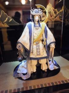 神路通の白馬伝説の再現展示、月夜見命(賓日館)