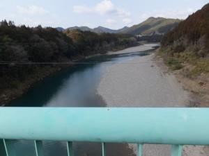 野原橋から望む宮川の上流方向