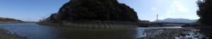 朝熊川と対岸にある朝熊神社の社叢(鏡宮神社付近)