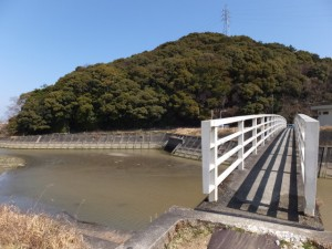 朝熊橋(朝熊川)を渡り朝熊神社へ