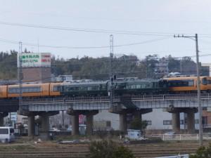 近鉄鳥羽線を走るクラブツーリズム専用列車「かぎろひ」