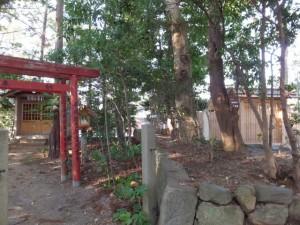 甘露花壽稲荷神社・秋葉神社(左)と久志本社(右)(伊勢市神久)
