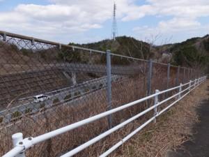 伊勢自動車道に架かる山神橋付近