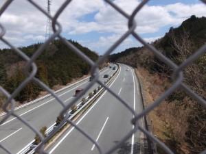 山神橋から望む伊勢自動車道