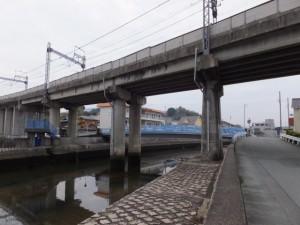 近鉄の高架(小田の橋の説明板付近)