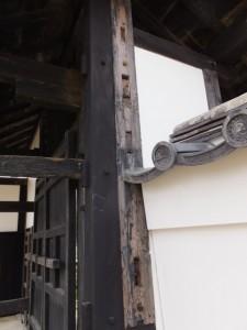修復された門と練塀(旧豊宮崎文庫)
