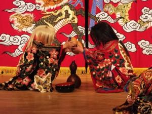 石見神楽、佐野神楽社中による「三上山」(クラギ文化ホール)