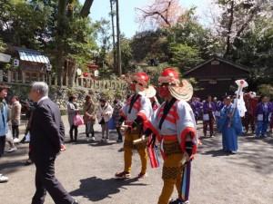 大山祗神社 奉納「獅子と天狗の舞」(大山祗神社を出発)