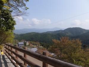 金峯山寺蔵王堂向かう階段の途中からの眺望