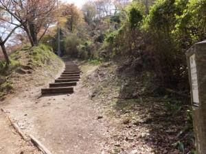 横川覚範の首塚から花矢倉への上りの山道