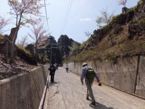 修行門(金峯神社の鳥居)〜金峯神社