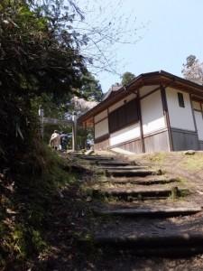 隠れ塔(蹴抜塔)への小道