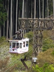 七曲坂から望む吉野山ロープウェイ