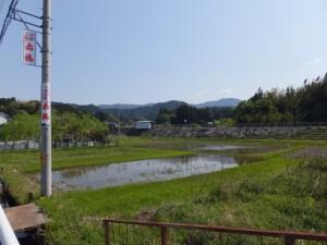 国道42号から望むJR松下駅