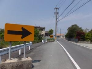 神服織機殿神社の方向へ(県道60号)