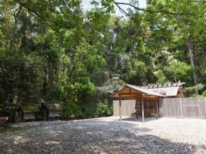 神服織機殿神社と末社八所
