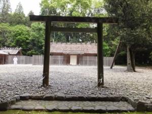 神麻続機殿神社、八尋殿