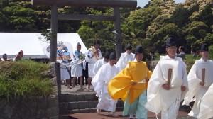 神田御田植初、神宮神田から大土御祖神社への移動