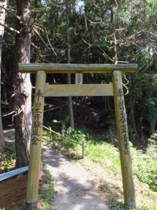鳥居(近長谷寺から林道側へ)
