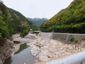 滝水橋から望む宮川の上流側