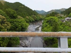 新領内橋から望む宮川