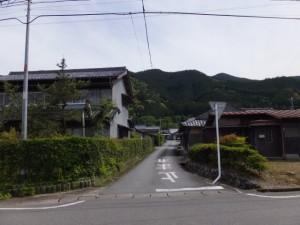 総門山牛飼い登山コース、道標の矢印の方向